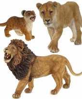 Plastic speelgoed dieren figuren setje leeuwen familie van vader moeder en kind